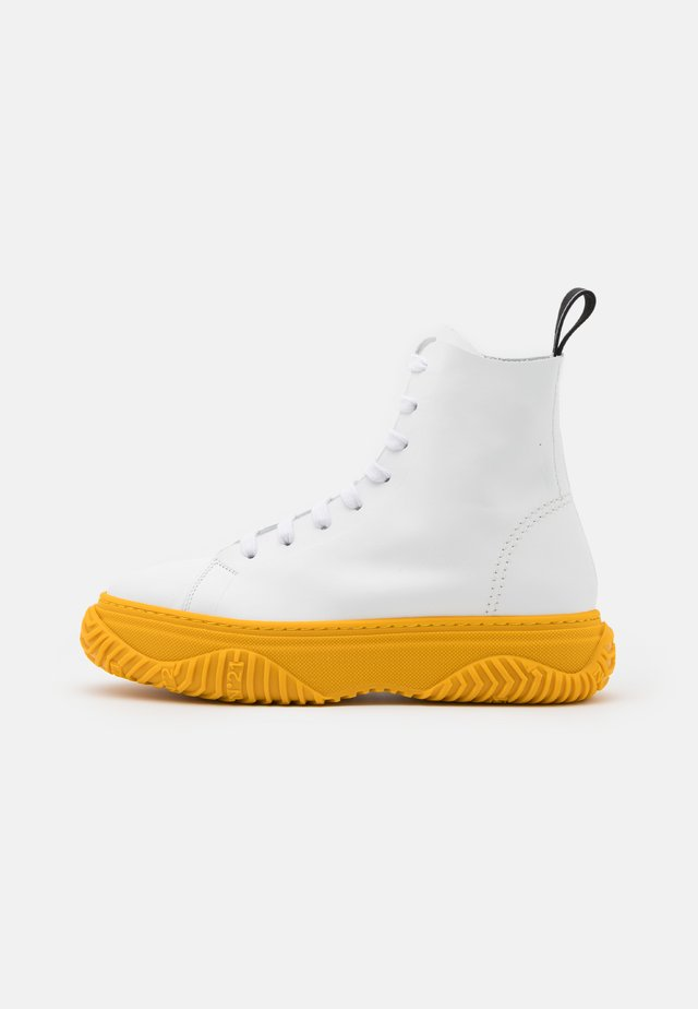 HIGH TOP BONNIE - Bottines à lacets - white/yellow