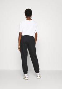 ONLY - ONLHAILEY PANTS  - Teplákové kalhoty - black - 2