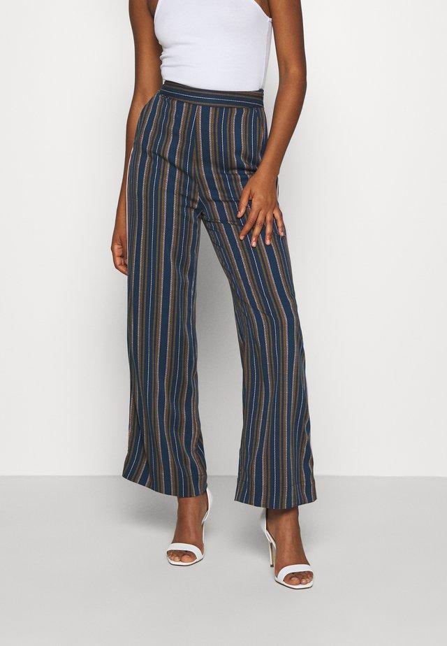 NUBEHATI PANTS - Pantalon classique - moonlite