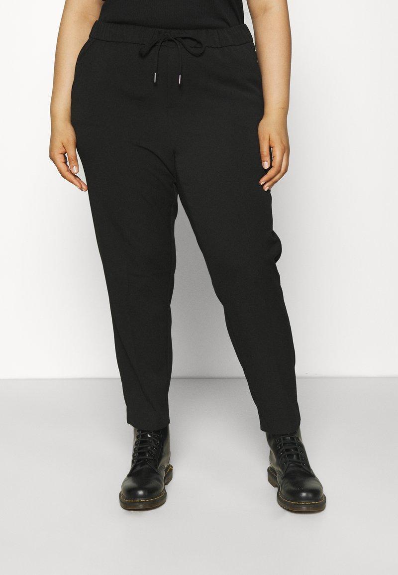 Vero Moda Curve - VMMAYA LOOSE STRING PANT - Broek - black