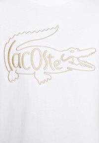 Lacoste - Print T-shirt - blanc - 5