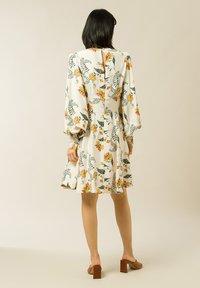 IVY & OAK - DIANA - Day dress - vanilla big flower tendril - 4