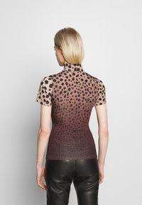 House of Holland - MUTED CHEETAH  - Print T-shirt - brown - 2