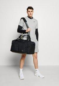 Nike Performance - UTILITY POWER DUFF - Sportovní taška - black/enigma stone - 2