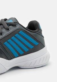 K-SWISS - COURT EXPRESS OMNI UNISEX - Multicourt tennis shoes - dark shadow/white/swedish blue - 5