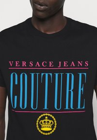 Versace Jeans Couture - MAN - Print T-shirt - nero - 6