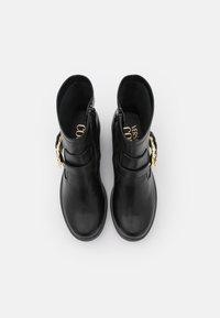 Versace Jeans Couture - Kotníkové boty na platformě - nero - 4