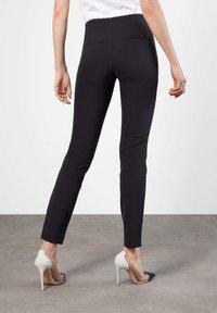 MAC Jeans - ANNA  - Bukse - schwarz - 8