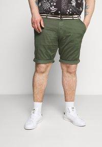TOM TAILOR MEN PLUS - BERMUDA - Shorts - green - 0