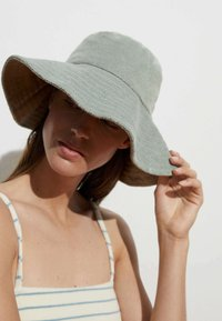 OYSHO - TOWELLING - Hat - light green - 0