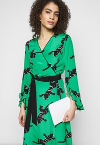 Diane von Furstenberg - SERENA DRESS - Vapaa-ajan mekko - green - 4