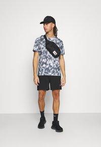 The North Face - PRINTED WANDER - Print T-shirt - vanadis grey - 1