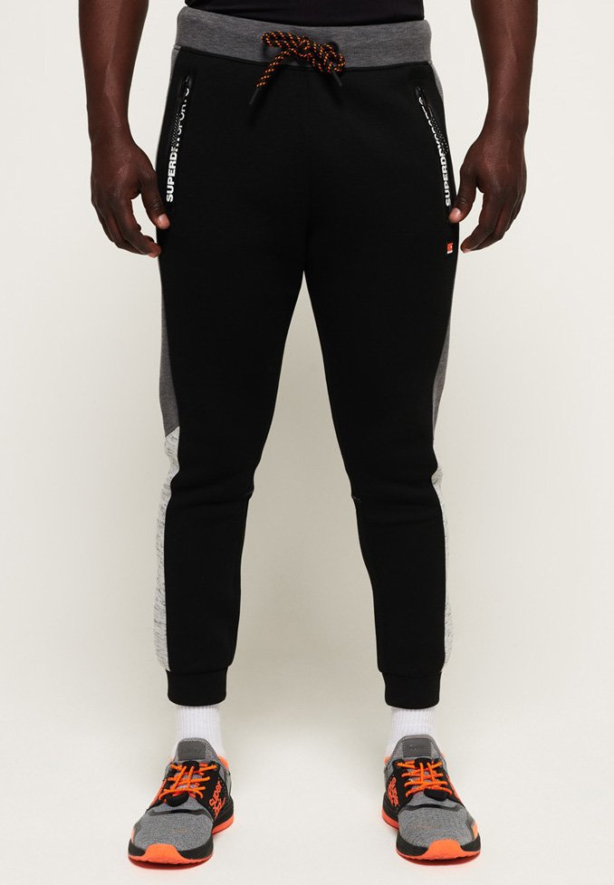 Superdry - MIT FARBBLOCK-DESIGN - Tracksuit bottoms - black