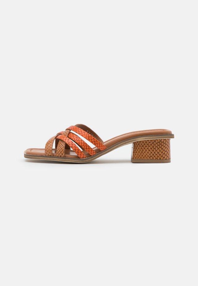 Sandaler - papua/arancio