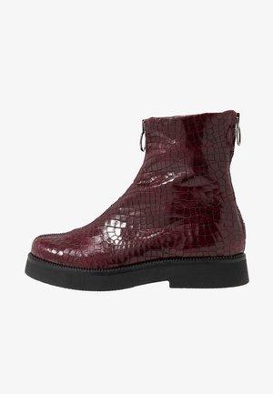 Kotníkové boty na platformě - wine