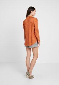 Neuw - RUSTY - Button-down blouse - cognac - 2