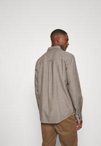 Farah - DEKKER CHECK OVERSHIRT - Shirt - beige - 2
