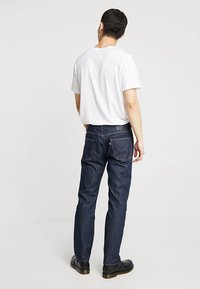 Levi's® Made & Crafted - LMC 502™ REGULAR TAPER - Vaqueros rectos - lmc resin rinse stretch - 2
