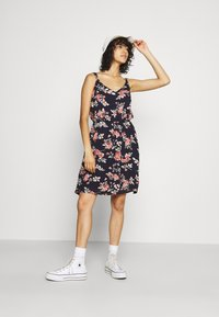 ONLY - ONLKARMEN DRESS - Robe d'été - night sky/rose - 1