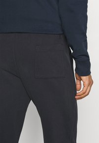 Marc O'Polo - FRONT AND BACK POCKETS - Tracksuit bottoms - phantom fear - 3