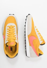 Nike Sportswear - DAYBREAK - Trainers - dark sulfur/flash crimson/summit white/black - 3