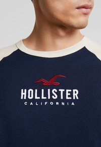 Hollister Co. - Triko spotiskem - navy - 5