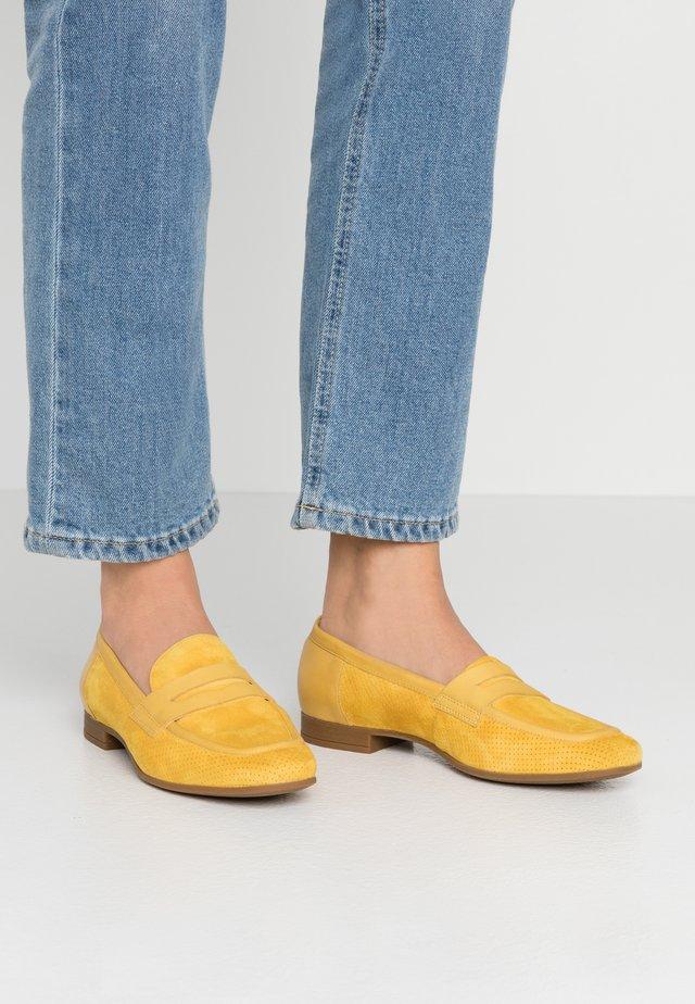 MARLYNA - Loaferit/pistokkaat - light yellow