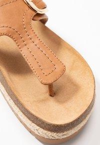 Call it Spring - SKYYE - Sandály s odděleným palcem - cognac - 2