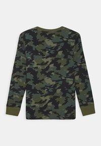 Nike Sportswear - CAMO UNISEX - Long sleeved top - medium olive - 1