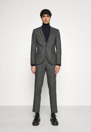 NEWTOWN SUIT - Suit - grey