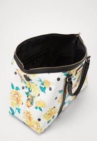 River Island - BLACK FLORAL HOLDALL - Weekend bag - black - 4