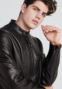 Schott Made in USA - CAFE RACER - Giacca di pelle - black - 5