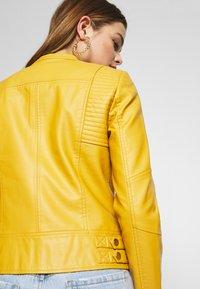 Vero Moda - VMRIAMARTA  - Faux leather jacket - amber gold - 4