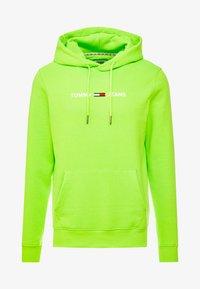 Tommy Jeans - NEON SMALL LOGO HOODIE - Felpa con cappuccio - green geco - 4