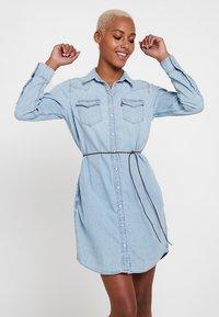 Levi's® - ULTIMATE WESTERN DRESS - Denim dress - girl like you - 0