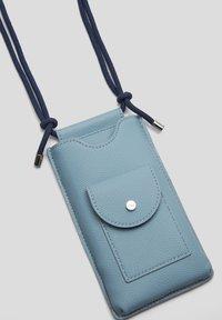 s.Oliver - Phone case - light blue - 5