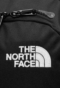 The North Face - VAULT 26,5L - Reppu - black - 8