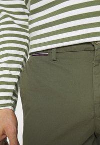 Tommy Hilfiger - BROOKLYN - Shorts - army green - 4