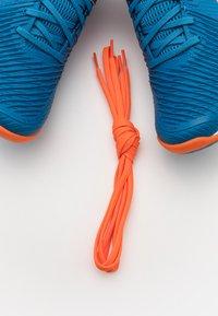 ASICS - NETBURNER BALLISTIC - Scarpe da pallavolo - reborn blue/marigold orange - 5