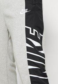 Nike Sportswear - Pantaloni sportivi - grey heather/black/white - 4