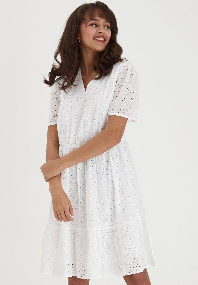 FRJABRO 1 DRESS - Vapaa-ajan mekko - white