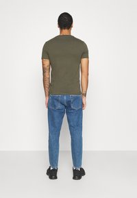 Calvin Klein Jeans - INSTITUTIONAL LOGO SLIM TEE - Print T-shirt - deep depths - 2