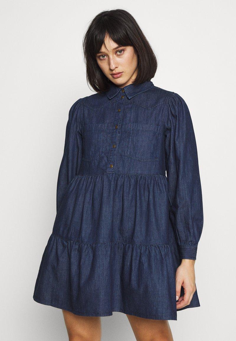 Pieces Petite - PCLIVA DRESS - Jeansklänning - dark blue denim
