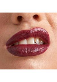 Nyx Professional Makeup - SHOUT LOUD SATIN LIPSTICK - Lippenstift - into the night - 3