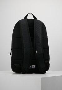 Nike Sportswear - HERITAGE - Ryggsekk - black/white - 3