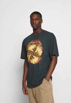 METALLICA FLAME TEE - Print T-shirt - black washed