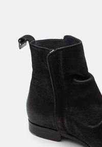 Shelby & Sons - MCCARTHY SLOUCH BOOT - Kotníkové boty - black - 5