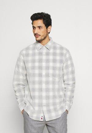FROSTED CHECK OVERSHIRT - Summer jacket - alabaster/iron grey/black