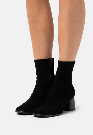 CARINA - Classic ankle boots - schwarz