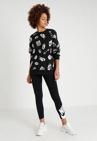 Nike Sportswear - CREW AIRMAX - Sweatshirt - black/white - 1